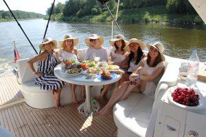 отметить юбилей на яхте в Москве