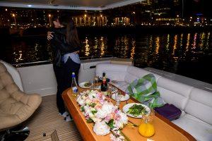заказать яхту для свидания в Москве